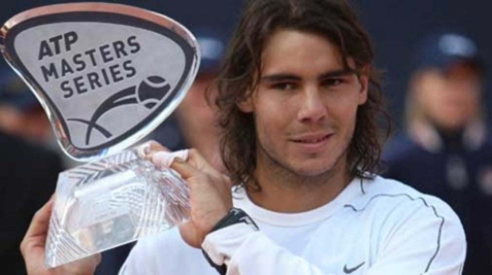 Rafael Nadal scored his 10th career victory over Roger Federer by winning the Hamburg Masters on Sunday.