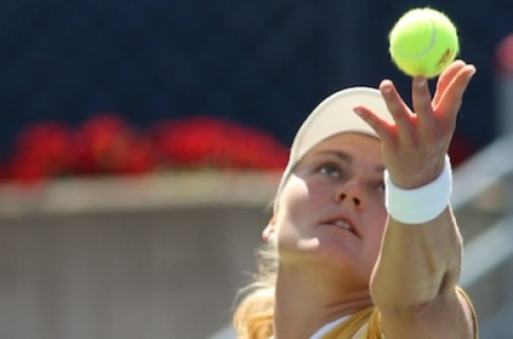 Nadia Petrova enjoyed an easy passage in Cincinnati on Wednesday but Maria Kirilenko was pushed all the way.
