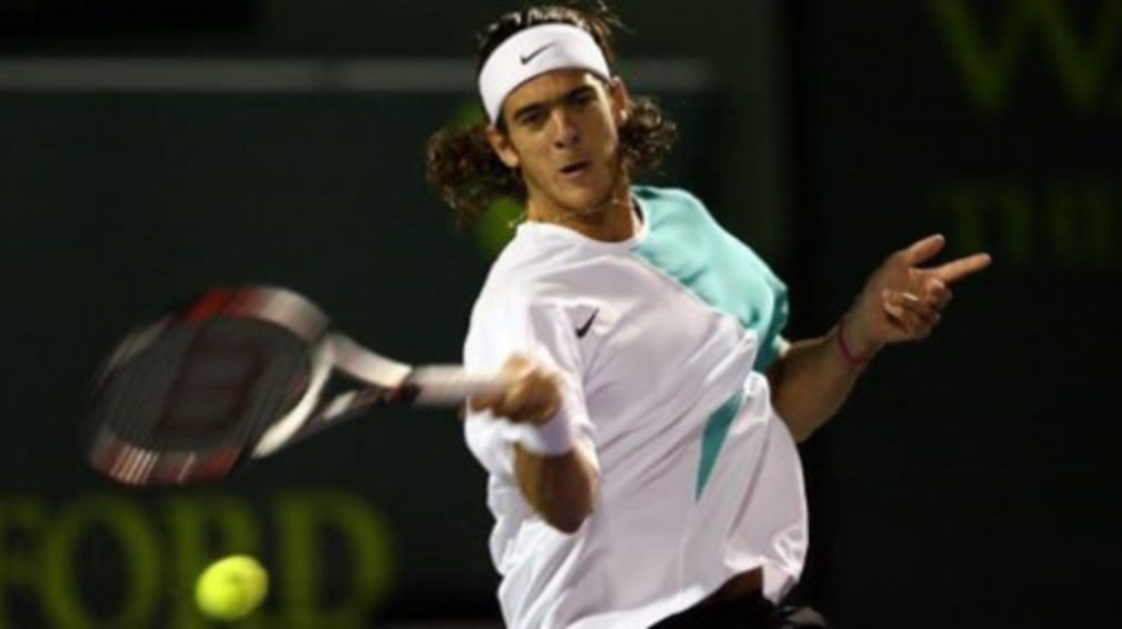 "The Argentinian made light work of the 6'9"" American to meet Tommy Haas - but Andy Roddick crashed out to Victor Troicki"