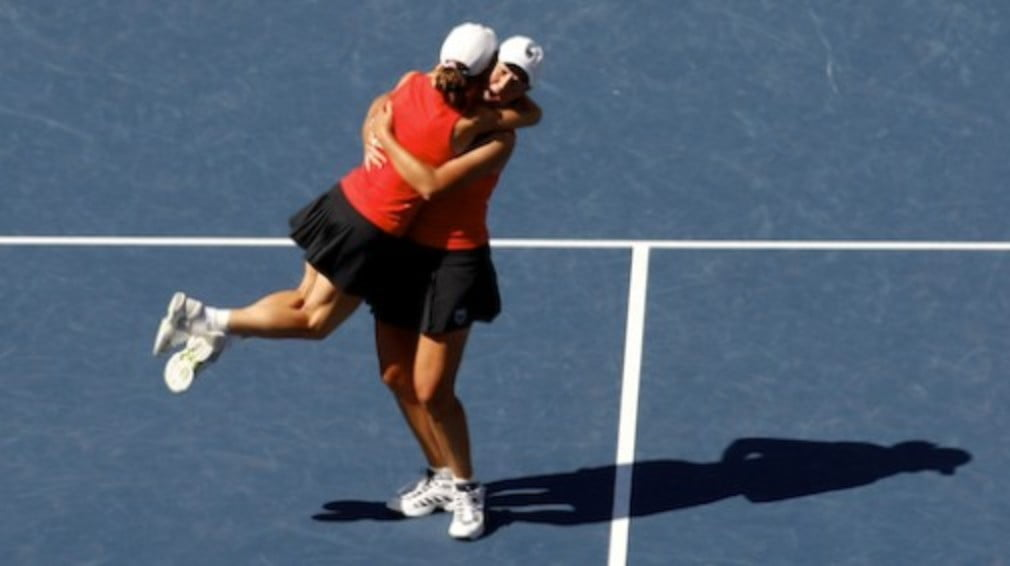 Cara Black and Liezel Huber will end 2008 as the worlds best doubles team for the second year in succession.