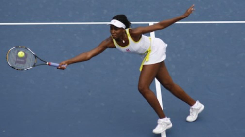 Venus Williams is into the last four in Doha after beating sister Serena in three sets. Serena and Elena Dementieva meet on Friday to decide who joins Venus in the semis.