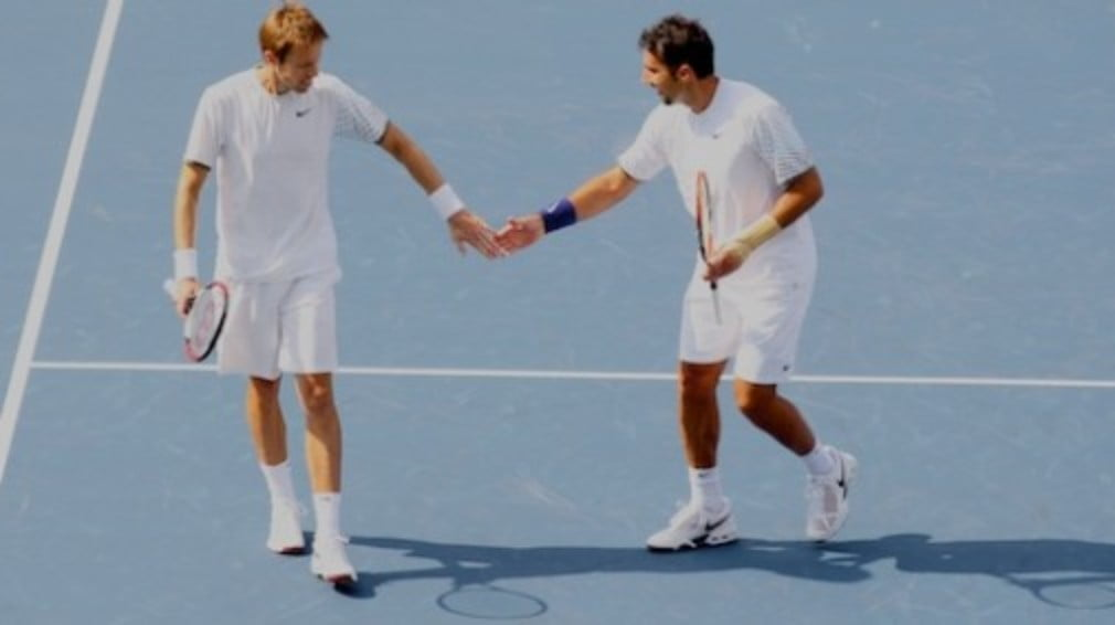 Daniel Nestor and Nenad Zimonjic began their Shanghai Masters doubles campaign in style on Monday.