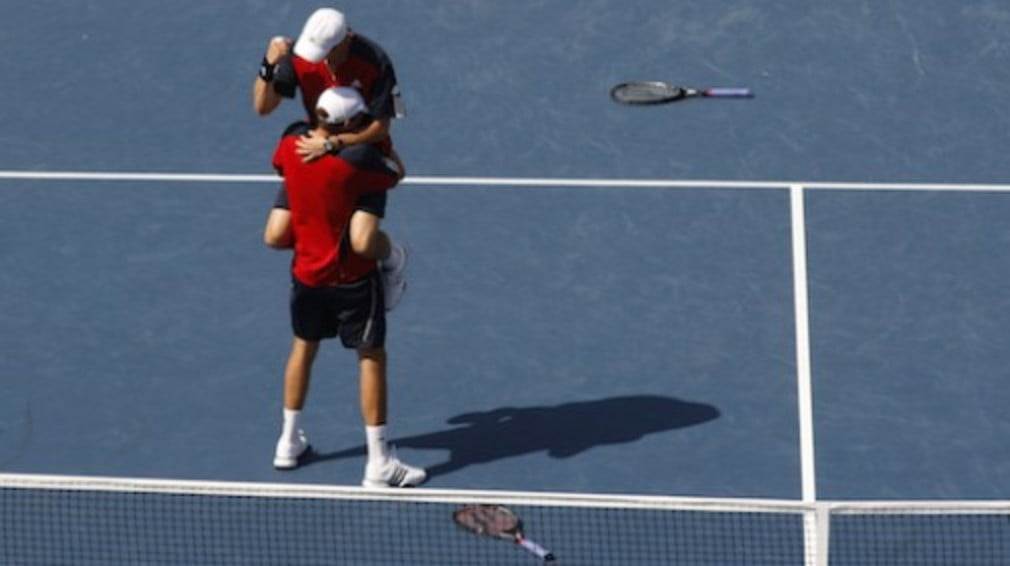 Bob and Mike Bryan won their second Red Group match of the week on Tuesday to guarantee their passage into the semi-finals of the Tennis Masters Cup in Shanghai.