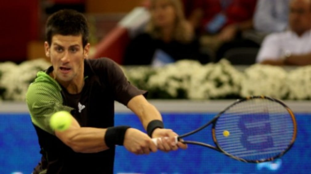 The Serb booked himself a place in the Tennis Masters Cup semis with victory over Nikolay Davydenko.