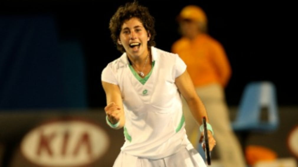 Pint-sized Spaniard Carla Suarez Navarro caused the biggest shock so far at the 2009 Aussie Open on Thursday when she beat Wimbledon champ Venus Williams.