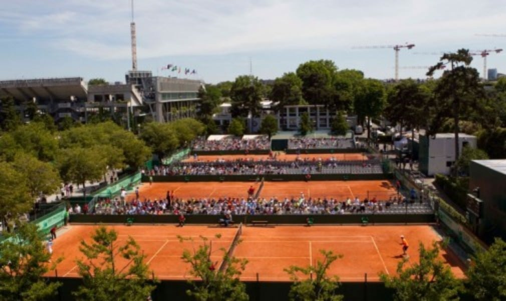The winners of this yearŠ—Ès French Open singles titles will receive a cheque for ŠäŒ1.65 million after organisers announced an increase in the prize money pot to ŠäŒ25m (Σ20.6m)