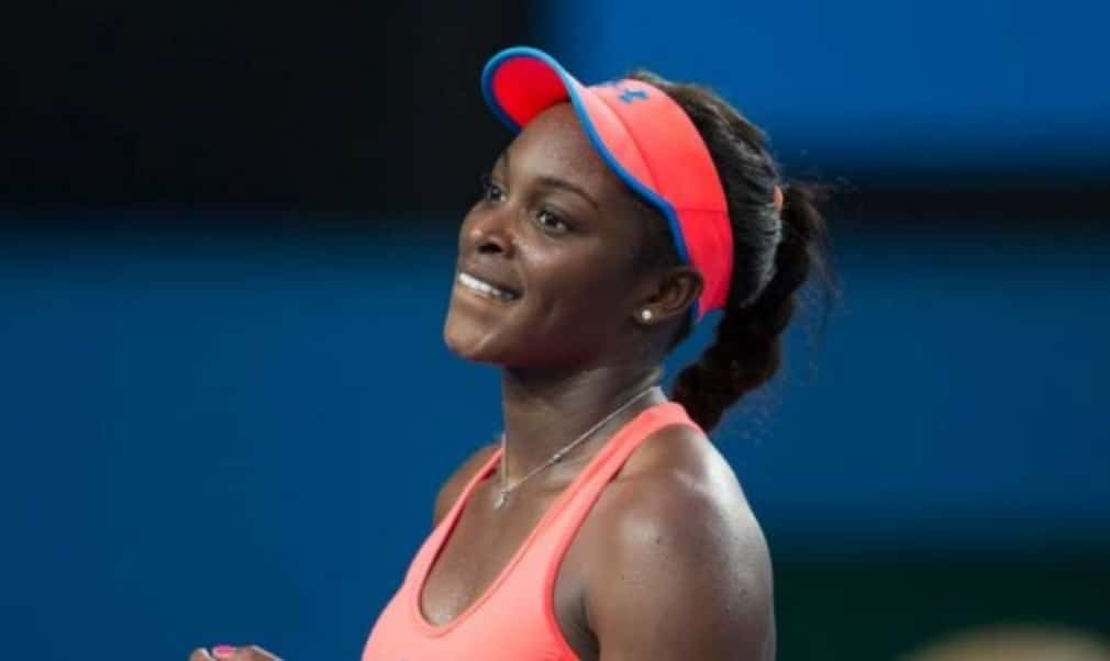 Sloane Stephens avoided a fourth straight defeat as she won her opening match at the Rogers Cup in Montreal