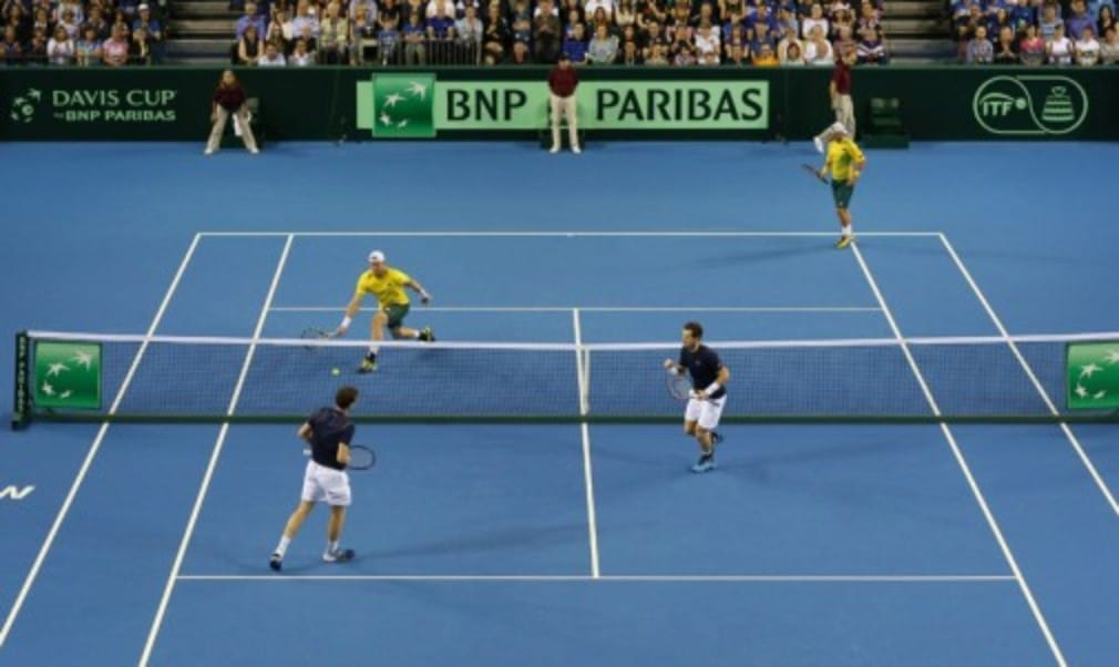 Andy and Jamie Murray defeated Lleyton Hewitt and Sam Groth to give GB a 2-1 lead heading into the reverse singles