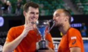 Andy Murray will have another crack at winning the Australian Open after reaching his fifth final in Melbourne with a gutsy victory over Milos Raonic