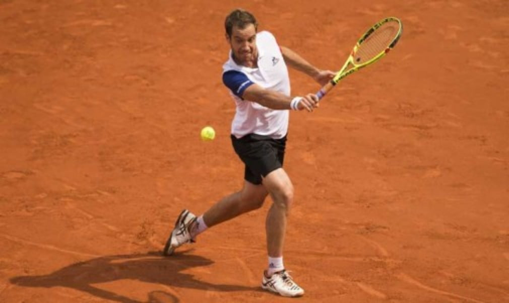 Richard Gasquet reached the first French Open quarter-final of his career with victory over Kei Nishikori