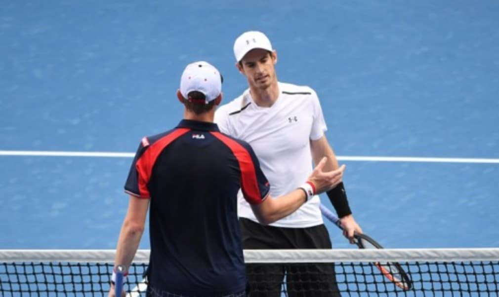 Andy Murray moved into the fourth round at the Australian Open with a straight sets victory over Sam Querrey