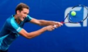 Daniil Medvedev spoiled the party at the Sydney International by defeating home-favourite Alex de Minaur 1-6 6-4 7-5 in an entertaining final