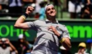 An inspired John Isner inflicted a first defeat in 16 matches on Juan Martin del Potro to reach the final of the Miami Open in style