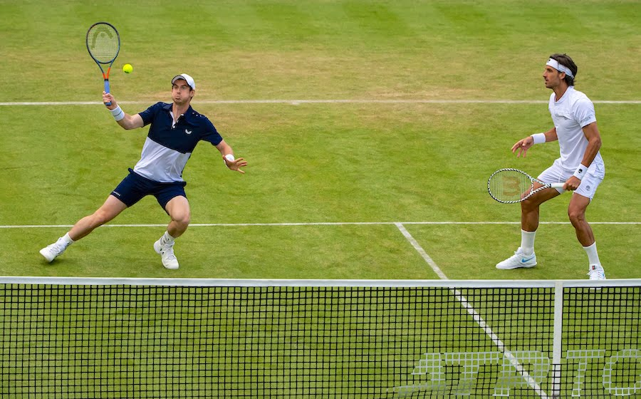 Andy Murray plays doubles with Lopez at Queens