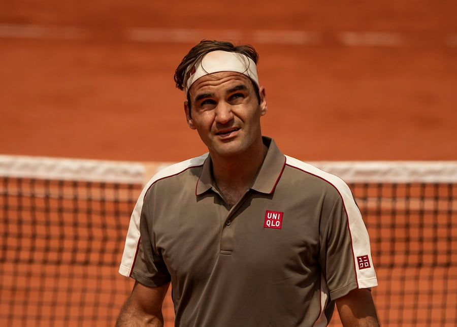 Roger Federer looking up at French Open