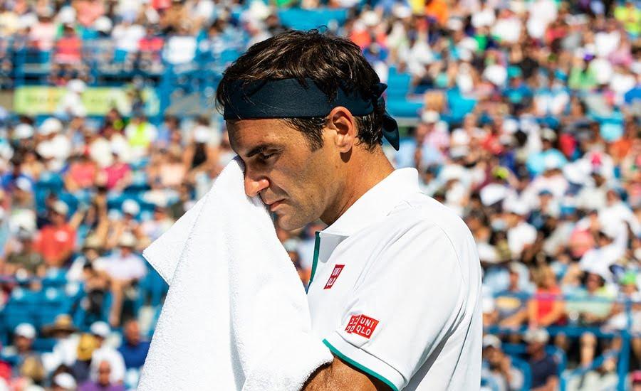 Roger Federer looking despondent