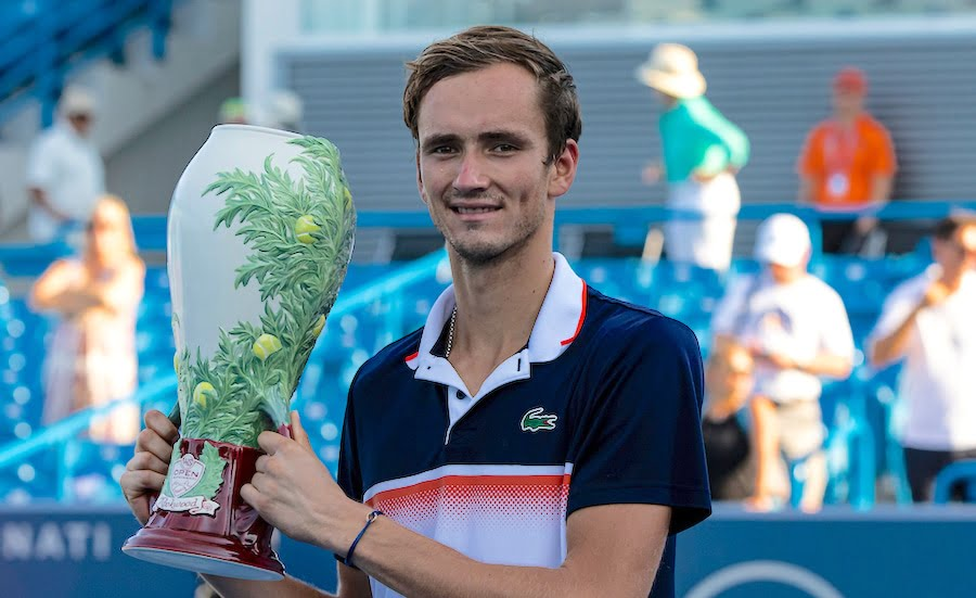 Daniil Medvedev with the trophy in Cincinnati 2019