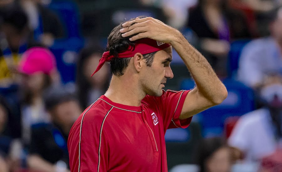 Roger Federer got angry with the umpire in Shanghai.jpg