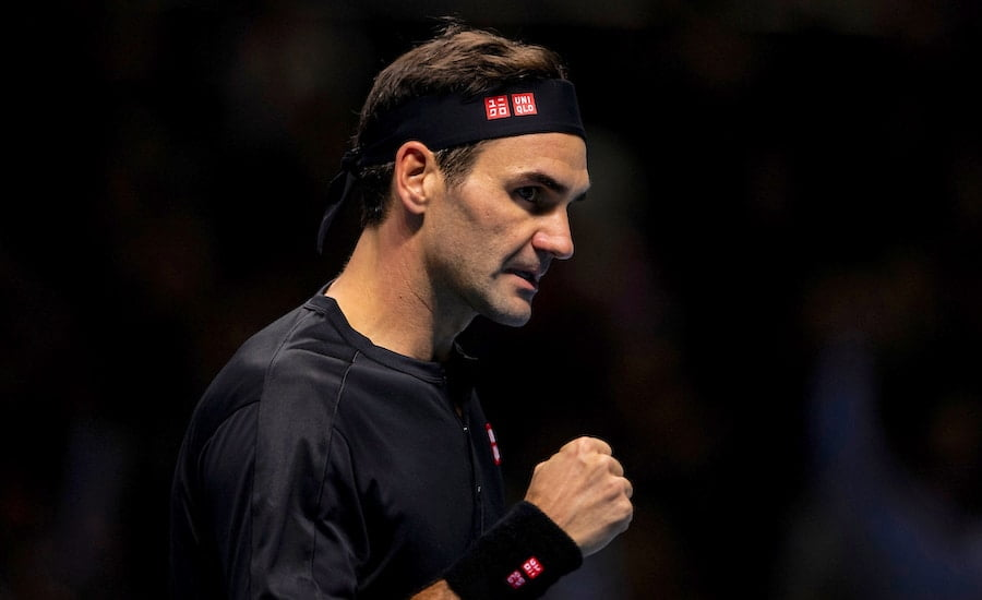 Roger Federer clenches fist