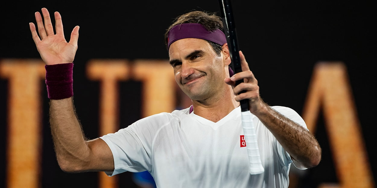 Roger Federer salutes crowd