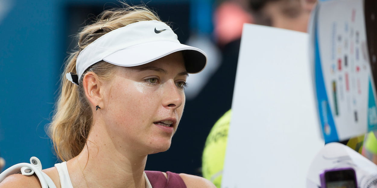 Maria Sharapova signs autographs