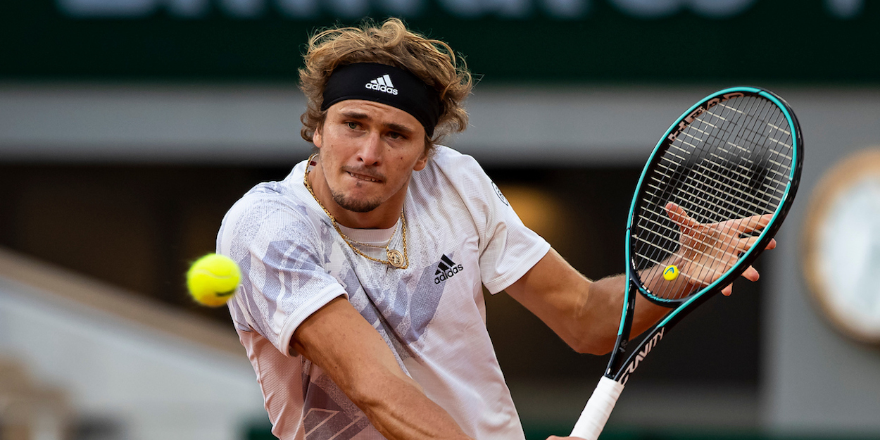 Alexander Zverev plays a backhand at French Open 2020