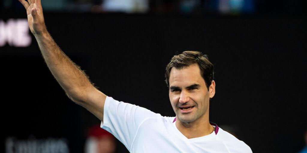 Roger Federer waves to crowd at 2020 Australian Open